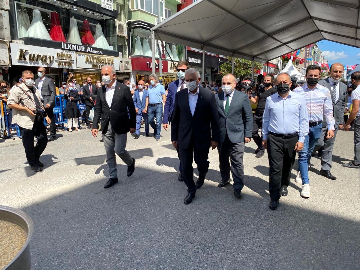 Binali Yıldırım ve Başkan Yıldırım Ümraniye de aşure etkinliğine katıldı