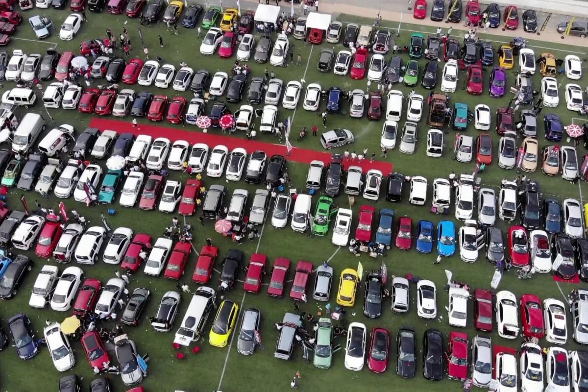 Çekmeköy'de yüzlerce modifiye araç havadan görüntülendi