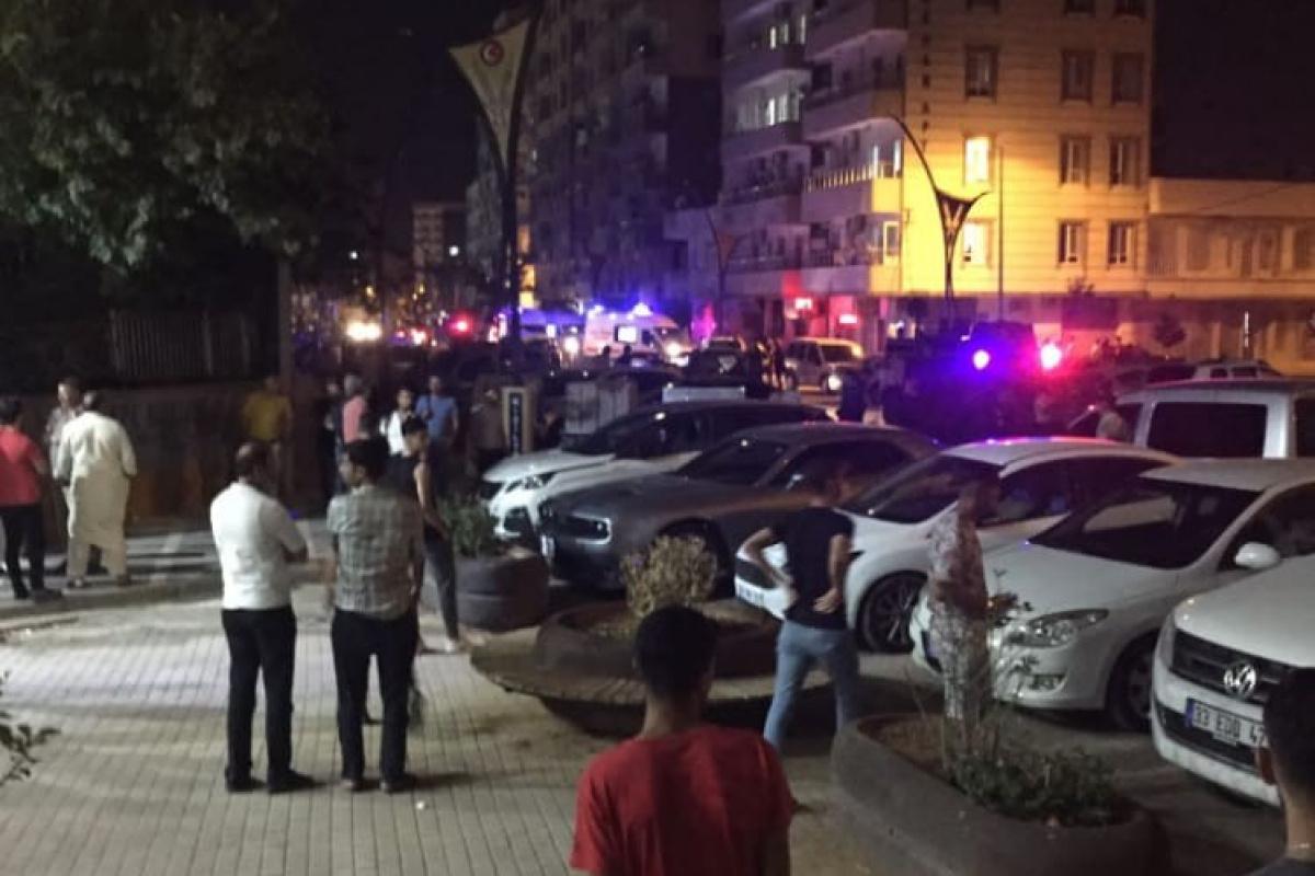 Mardin'de sokak ortasında taşlı sopalı kavga: 5 yaralı