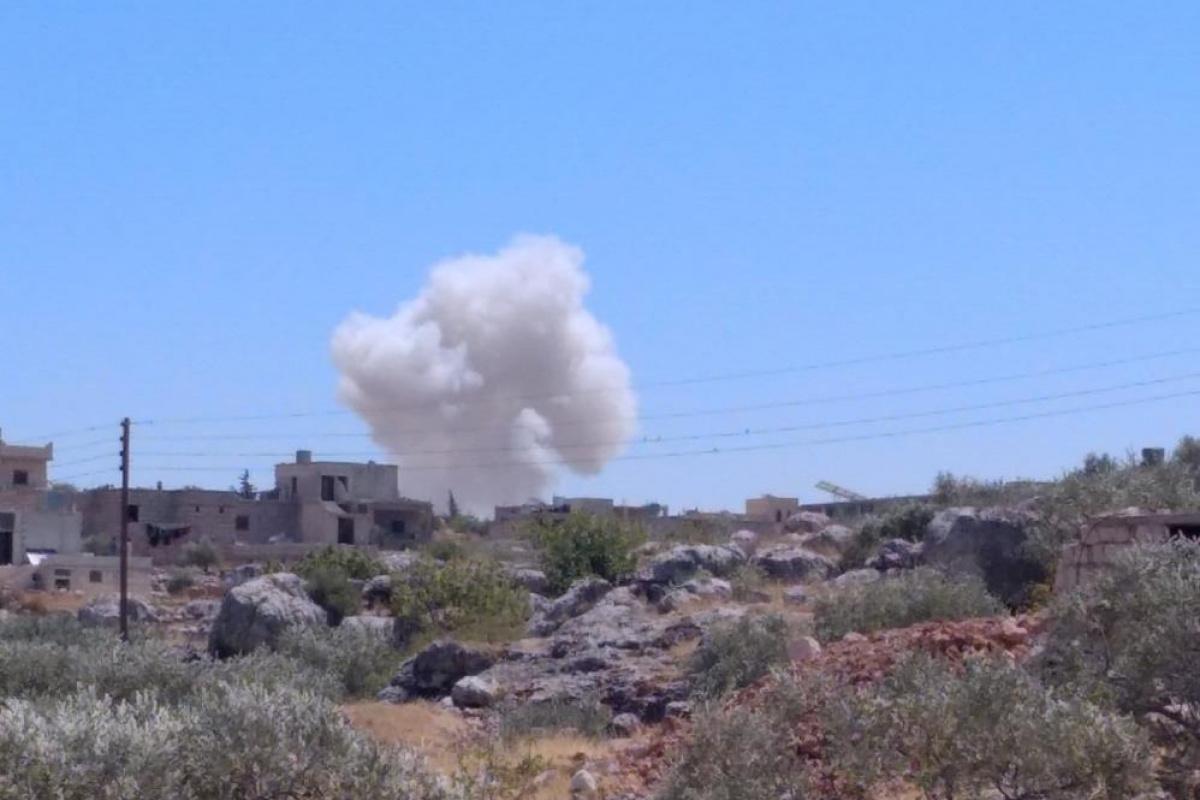 Rus savaş uçakları İdlib'in kuzeyini vurdu: 4'ü çocuk 5 yaralı