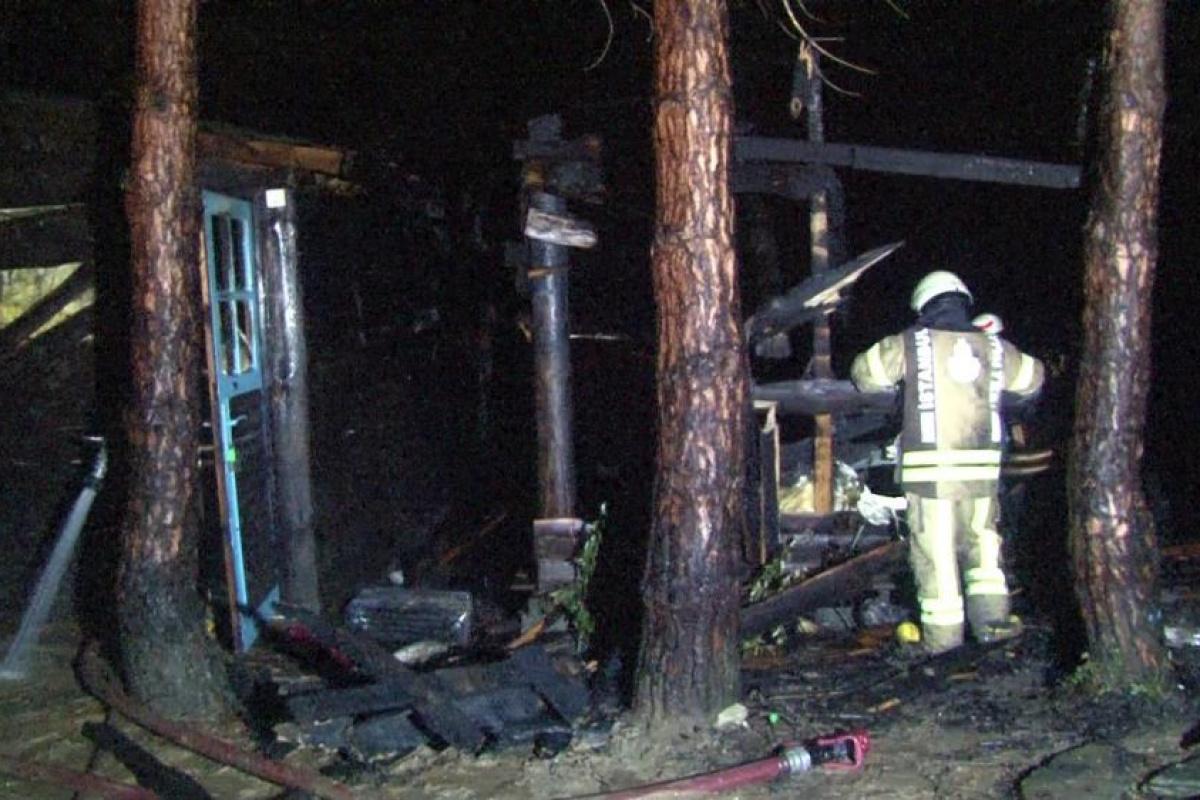 Şile'de yangın paniği: Kampçıların yaktığı ateş önce bunglow eve daha sonra ormanlık alana sıçradı