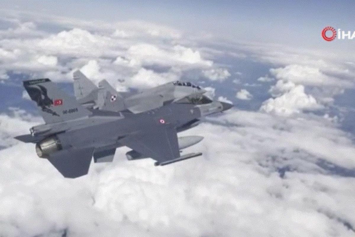 Türk Hava Kuvvetleri Polonya'da eğitim uçuşuna katıldı