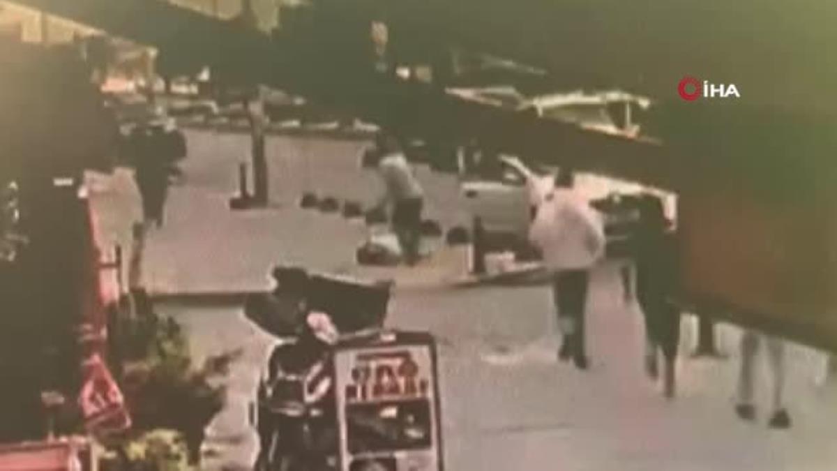 Arnavutköy de yolun karşısına geçmeye çalışan çocuğa otomobil çarptı: O anlar kamerada
